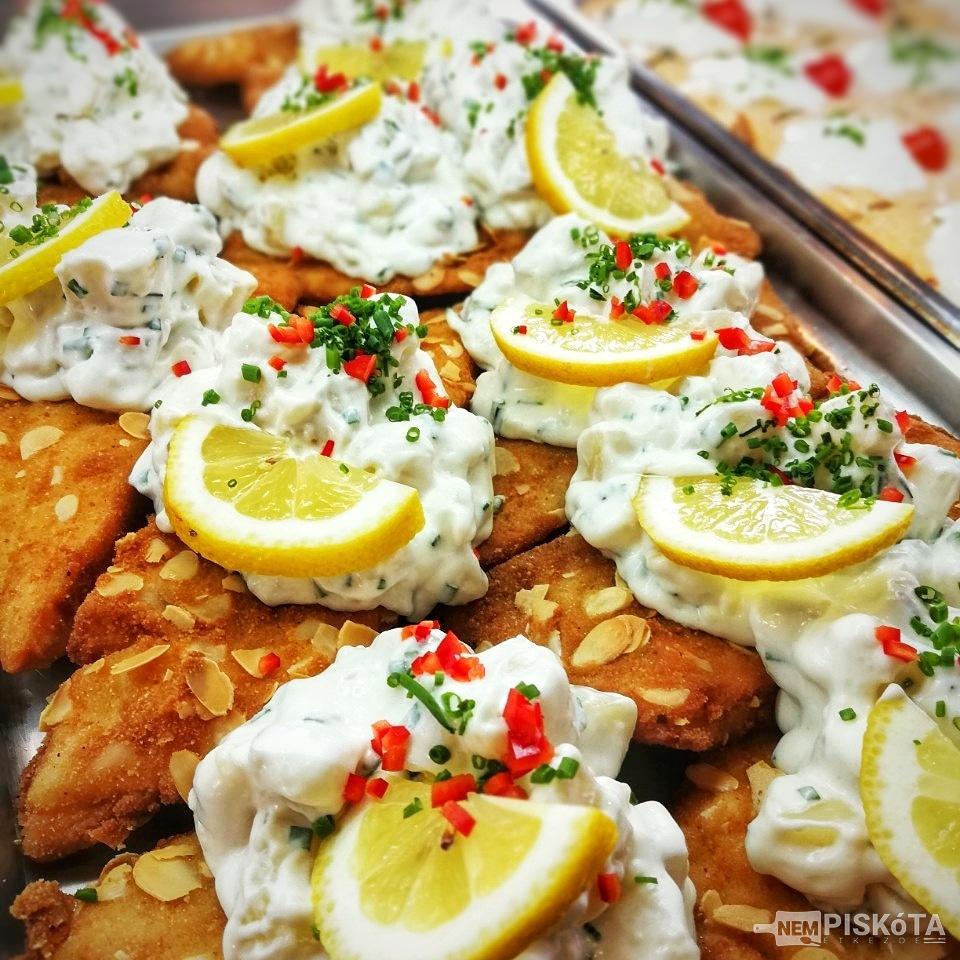 NemPiskóta Étkezde: Mandula bundás fogas filé krumpli salátával